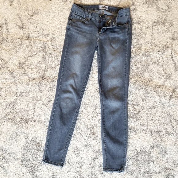 PAIGE GREAT CONDITION STRETCHY SKINNY BLUE JEANS